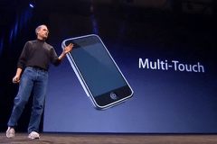 steve-jobs-macworld-2007-iphone-multitouch