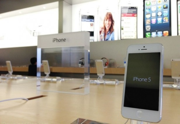 iPhone-5-at-Apple-Store-640x442