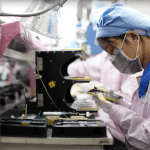 """ตรวจโรงงานแล้วเจอความลับ – เผย Pegatron กำลังผลิต """"iPhone 5C"""" รุ่นพลาสติกให้ Apple จริงๆ"""