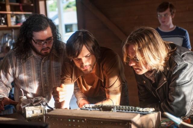 Ashton-Kutcher-Ron-Eldard-and-Josh-Gad-in-Jobs-2013-Movie-Image