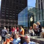 จะรีบไปไหน !! สาวกแอปเปิลเริ่มต่อคิวซื้อ iPhone 5S, 5C แล้ว ทั้งที่ยังไม่เปิดตัว