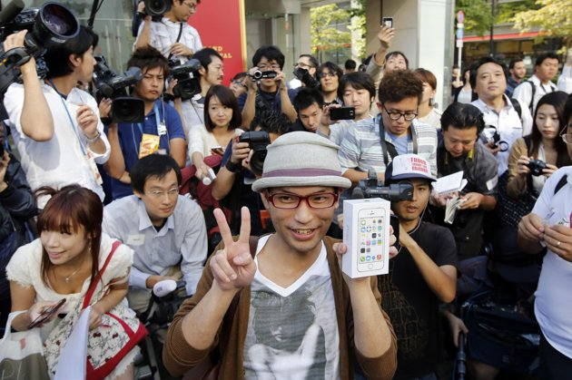 iphone-5s-sale-japan-first-line