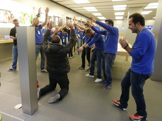 iphone-on-sale-first-day-apple-store