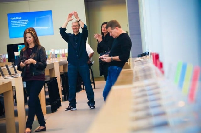 tim-cook-iphone-5s-launch