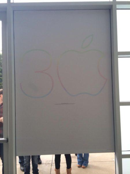 Apple_Mac_Anniversary_poster-640x853