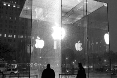 apple-store-5th-avenue-accident-by-snowblower