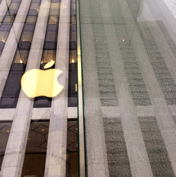 apple-store-5th-avenue-accident-by-snowblower2