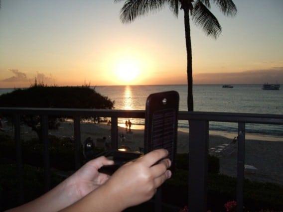 iphone-solar-case2-640x480