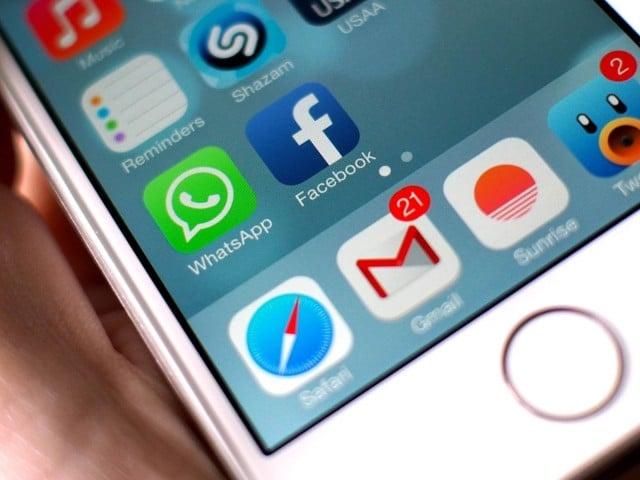 facebook_whatsapp_icons-1-640x480