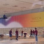 Apple เตรียมสถานที่จัดงาน WWDC 2014 เผย Banner แรกหลากสีสวยงาม