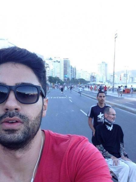 fake-steve-jobs-alive-in-brazil-selfie
