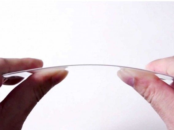 leaked-video-of-what-could-be-the-iphone-6s-flexible-sapphire-screen-cover