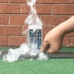 [ชมคลิป] Galaxy S5 ท้า iPhone 5s ทำ #IceBucketChallenge แต่เจอสาวกสวนกลับทันควัน