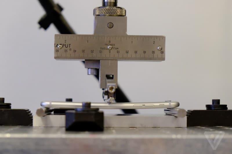 iphone-6-plus-bending-test-machine-2