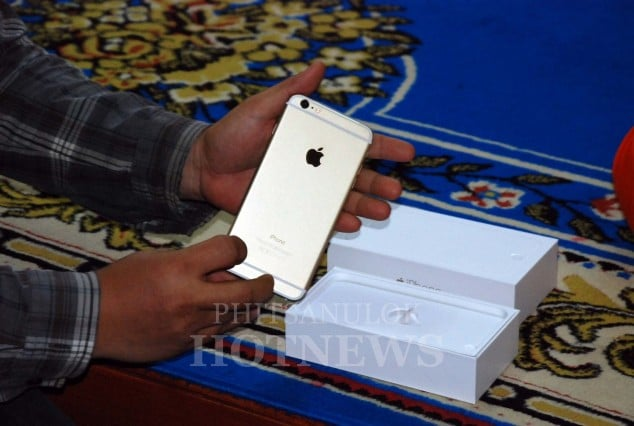 phitsanulok-temple-to-gift-5-of-iphone-6-for-charity-event