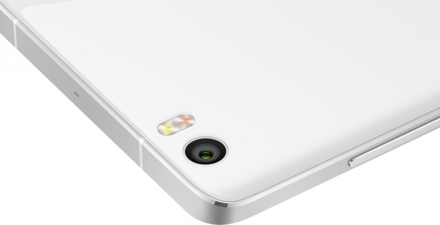 กล้องไม่มีขอบนูนแบบ iPhone 6 Plus