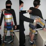 ยอดมนุษย์ไอโฟน !! พ่อค้าชาวจีนถูกจับหลังมัด iPhone 94 เครื่องกับตัวลักลอบเข้าประเทศ