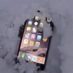 จะเกิดอะไรขึ้นเมื่อฝัง iPhone 6 Plus ไว้ใต้หิมะคืนในวันคริสต์มาส [ชมคลิป]
