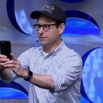 J.J. Abrams ใช้ Apple Watch ในงานเปิดตัวอย่างหนัง Star Wars: The Force Awakens