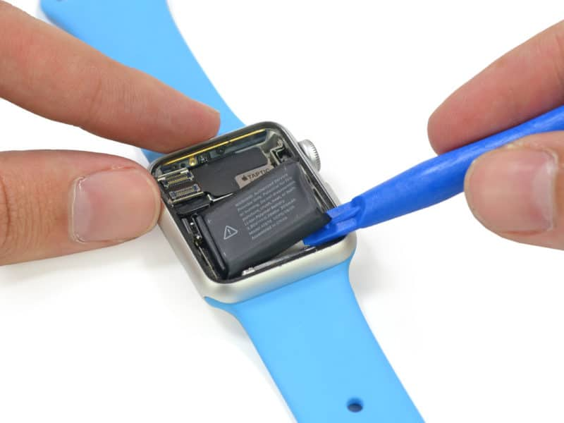 inside-apple-watch-with-mystery-port-and-205-battery-mah-2