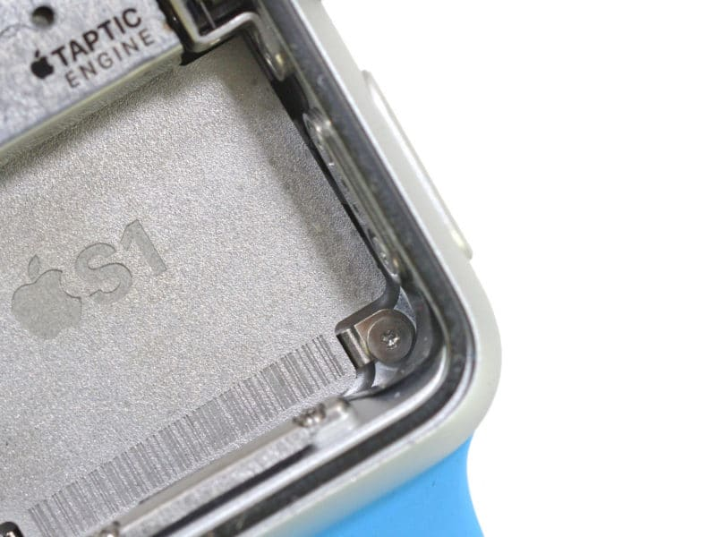 inside-apple-watch-with-mystery-port-and-205-battery-mah-3