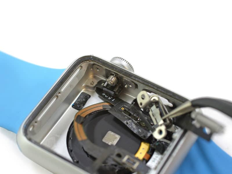 inside-apple-watch-with-mystery-port-and-205-battery-mah-4