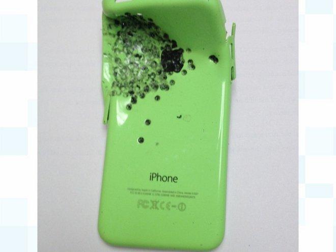 iphone-5c-survive-boy-from-shortgun