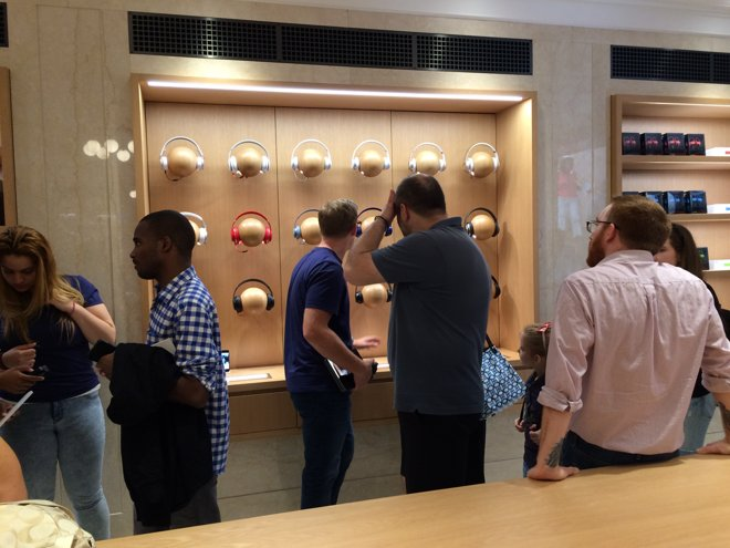 new-apple-store-opens-upper-east-side-nyc-store-with-unique-design-with-former-old-bank-006
