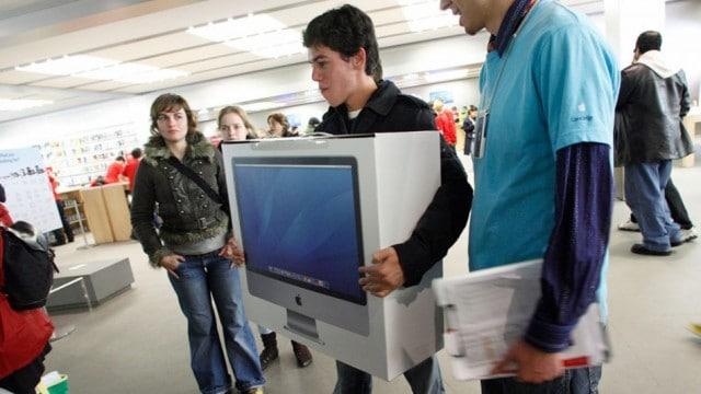 greeke-financial-crisis-mac-computers-1