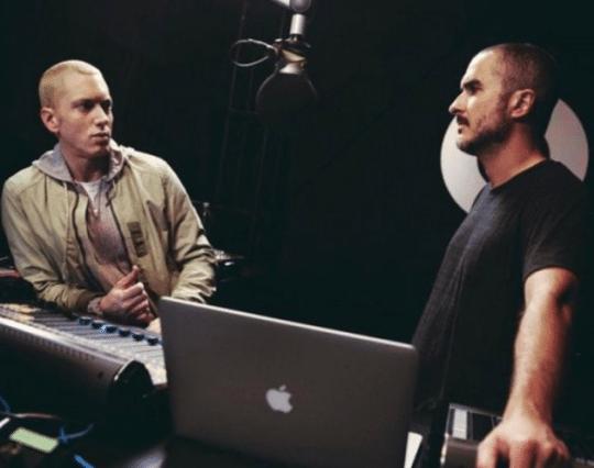 ดีเจ Zane Lowe สัมภาษณ์ Eminem ในรายการทาง Beats 1