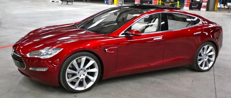 Tesla_Model_S_Indoors_trimmed-780x333