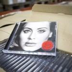 Adele จะไม่นำอัลบั้ม 25 ลงบริการสตรีมมิ่งใดๆ ในวันวางขายวันแรก