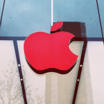 เหมือนทุกปี Apple เปลี่ยนโลโก้หน้าร้านเป็นสีแดง เนื่องในวันเอดส์โลก