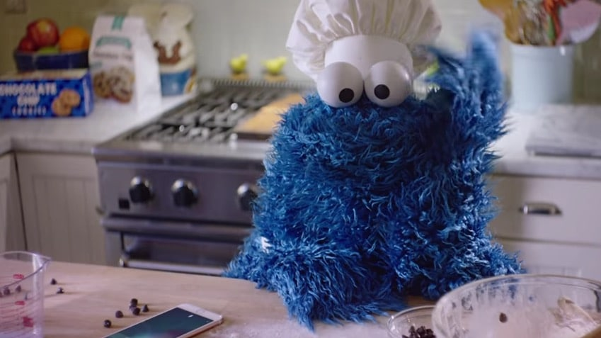 apple-new-iphone-6s-ads-siri-eye-free-feature-cookie-monster-from-sesame-street