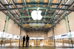 5672263-Apple-iPhone-sales-could-be-big-downer