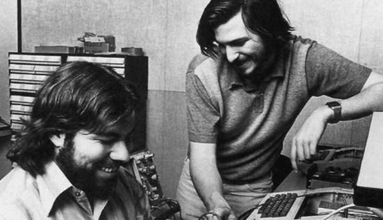 Steve Jobs และ Steve Wozniak ในโรงรถของพ่อ Jobs