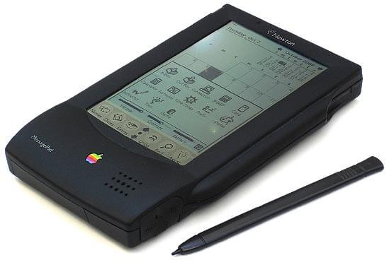 Apple Newton หนึ่งสิ่งที่ Apple พยายามขยายไลน์สินค้าในยุค John Sculley