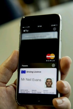 iphone_driving_license_wallet