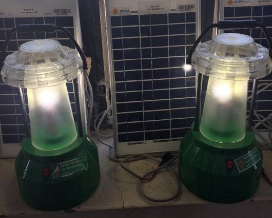solar_lamp_india_school
