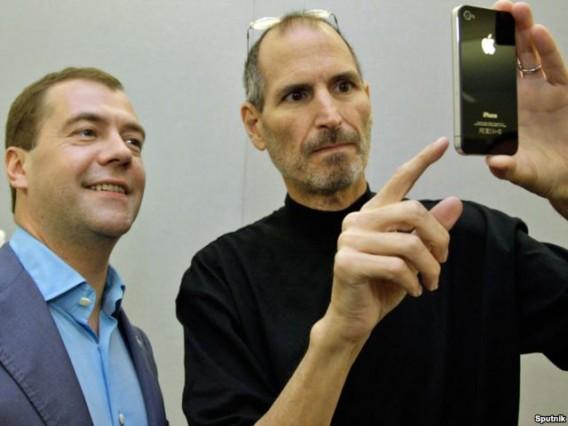 Jobs_selfie_with_ru_president