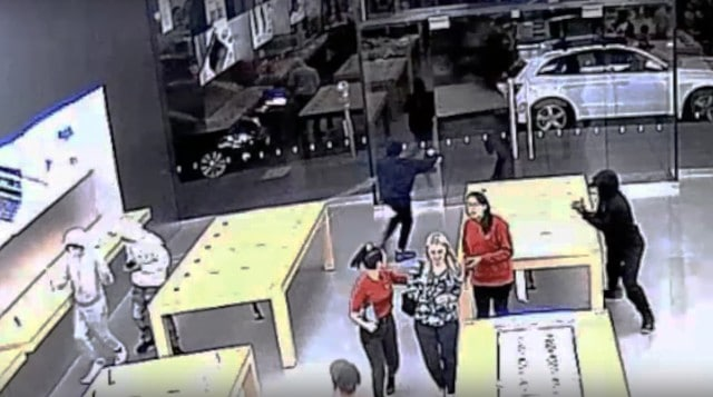 robber_in_apple_store