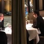 คุยอะไรกัน ? พบ Tim Cook นั่งกินข้าวกับ Sundar Pichai ซีอีโอของ Google