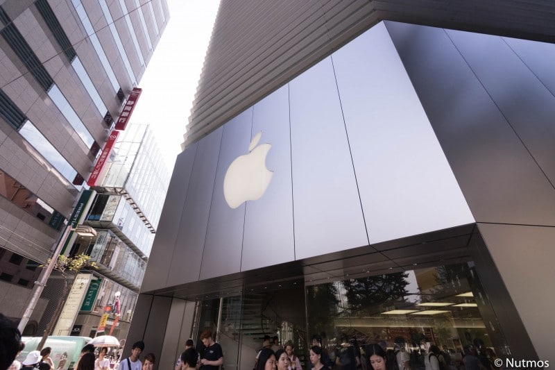 in-front-of-apple-shinsaibashi-2