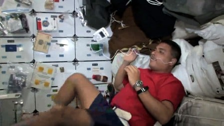 Astronaut-Jose-Hernandez-and-Apple-iPod-on-Space-Shuttle-in-zero-gravity-449x253