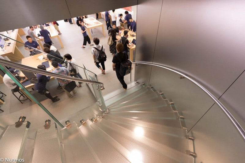 apple-shibuya-stair