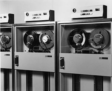 IBM 2401 Magnetic Tape Unit ภาพจาก https://www-03.ibm.com/ibm/history/exhibits/storage/storage_PH2401.html