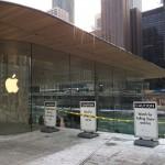 ร้าน Apple Michigan Avenue ที่เพิ่งเปิดใหม่เจอปัญหากับหิมะร่วงจากหลังคา เพราะไม่ได้ออกแบบป้องกันไว้