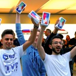 The first customers to buy the iPhone X react during the global launch of the new Apple product in central Sydney, Australia, November 3, 2017.     REUTERS/David Gray