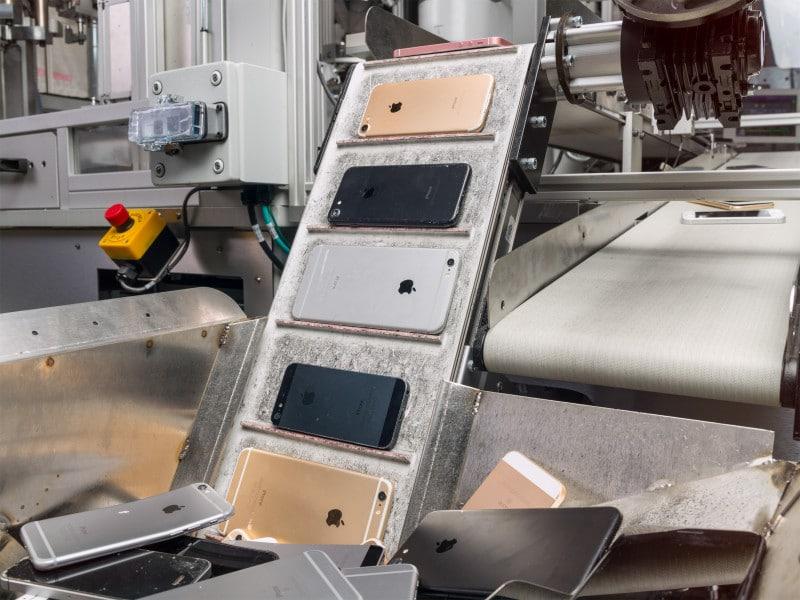 Daisy หุ่นยนต์แยกชิ้นส่วน iPhone ภาพจาก Apple Newsroom