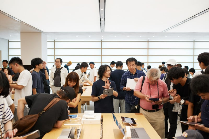 Apple-Store-opening-Kyoto-Shijo-Apple-employee-08252018